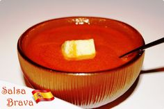 Salsa Brava: 30 ml de aceite de oliva virgen extra. 1 cucharadita (5-6 gr) de Pimentón de la Vera dulce. 1 cucharadita (5-6 gr) de Pimentón de la Vera picante. 1 cucharada de harina. (20 gr) 190 ml de caldo de cocido. Un pellizco de sal.