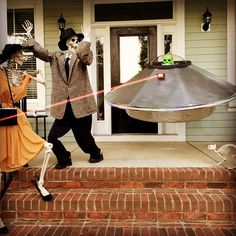 Baxter Skeletons - Flying Saucer!