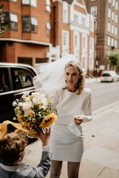 Civil Wedding Dresses, Wedding Dress With Veil, White Wedding Dresses, Short Wedding Veils, Low Key Wedding Dress, Courthouse Wedding Dress, Bride Veil, City Hall Wedding, London Wedding