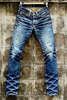Bigode laser para jeans - Design to laser engraving machine for jeans ( laser whisker for jeans ) Nudie Jeans, Denim Pants, Blue Jeans, Vintage Denim, Moda Jeans, Estilo Jeans, Mein Style, Raw Denim, Men's T Shirts