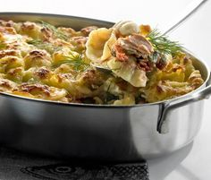 Tonnikala-pastavuoka | Pastat | HS Pasta Recipes, Cooking Recipes, Finnish Recipes, Pasta Dishes, Paella, Mozzarella, Potato Salad, Macaroni And Cheese, Salmon