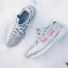 Watch out for fake Adidas Yeezy Boost 350 Blue Tints, get a 39 point step-by-step guide on spotting fakes form goVerify. Boy Shoes, Cute Shoes, Fake Yeezys, New York Fashion, Teen Fashion, Runway Fashion, Fashion Models, Fashion Tips, Fashion Trends