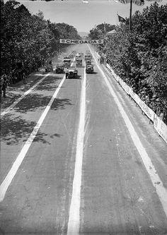 Corrida de automóveis, Portugal    Fotógrafo: Estúdio Horácio Novais.  Fotografia sem data. Produzida durante a actividade do Estúdio Horácio Novais, 1930-1980.