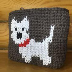 У меня дома живёт собачка породы Вест Хайленд Уайт терьер и на просторах Инстаграма нашла вот такую корзинку и решила по фото связать такую же себе. Думаю получилось хорошо и похоже на мою собачкуЛистайте дальше ⬅️ и увидите мою #yatim78_hand_made#вязанаякорзина#вязание#вязаниекрючком