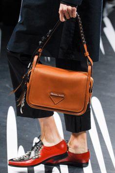 96350856aec Prada Spring 2018 Ready-to-Wear Accessories Photos - Vogue Tan Handbags