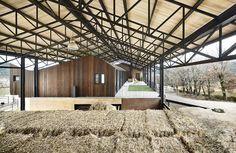 """""""La Llena"""" Equestrian Center / Vicente Sarrablo + Jaume Colom"""