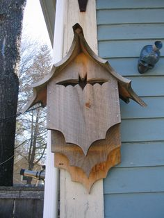 Bird House Plans 374643262748076371 - Love this bat box Source by brynorwen Outdoor Projects, Garden Projects, Wood Projects, Woodworking Projects, Bat House Plans, Bat Box Plans, Gothic Garden, Bird Boxes, Owl House