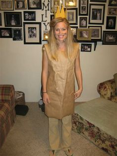 Cute idea for Book Character Day at school.The Paper Bag Princess! Definitely doing this this year! Children's Book Characters Costumes, Easy Book Character Costumes, Easy Book Week Costumes, Story Book Costumes, Literary Costumes, Book Characters Dress Up, Character Dress Up, World Book Day Costumes, Easy Costumes