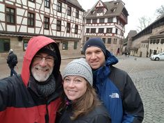 Nuremberg Tours in English with Happy Tour Customers in front of Albrecht Durer House