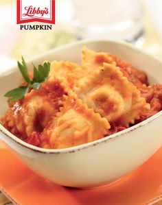 This attractive Ravioli Casserole features scrumptious flavors of shredded cheese and Italian sausage with a pumpkin garlic marinara sauce. Easy to make and great for family or entertaining meals. Pumpkin Casserole, Ravioli Casserole, Casserole Recipes, Pasta Recipes, Pumpkin Recipes, Fall Recipes, Ricotta, Dinner Show, Pumpkin Puree