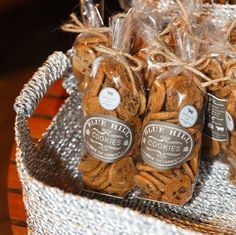 Wedding favors, wedding cakes, mini cakes, marry me, chocolate chip c Bake Sale Packaging, Dessert Packaging, Bakery Packaging, Cookie Packaging, Packaging Design, Chocolate Chip Cookies, Biscuits Packaging, Cookie Wedding Favors, Party Favors
