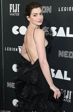 """Anne Hathaway in Armani Privè    (Vintage 2006) at """"Colosseum"""" Premiere in LA"""