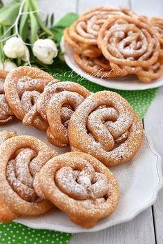 Szybka i łatwa do przygotowania przekąska na Tłusty Czwartek. Ciasto przygotowuje się bardzo szybko. Nie trzeba go wyrabiać, zbijać, a... Baking Recipes, Cookie Recipes, Snack Recipes, Snacks, Pineapple Coconut Bread, Polish Recipes, No Bake Cake, Sweet Recipes, Food To Make