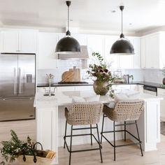 Cottage Kitchens, Modern Farmhouse Kitchens, Black Kitchens, Kitchen Black, Farmhouse Decor, Open Kitchens, Home Decor Kitchen, Kitchen Furniture, New Kitchen