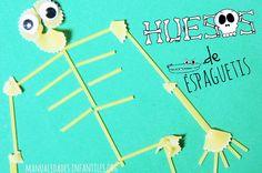 Y seguimos con las manualidades con pasta, esta vez haremos un divertido esqueleto de pasta para aprender los huesos de cuerpo humano. Esta manualidad será ideal para los niños más pequeños que aprenderán jugando de una forma simpática y divertida... Halloween, Pasta, Triangle, Arts And Crafts, Science, School, Shape, Infant Crafts, Human Body