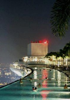 Pool on the 57th Floor of the Marina Bay Sands Casino in Singapore. EPIC  Singapore Photography हमारी साइट पर अधिक जानकारी प्राप्त करें   https://storelatina.com/singapore/travelling  #సింగపూర్ #ಸಿಂಗಪೂರ್ #سیناپور #traveler