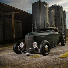 1932 Ford roadster pick up - Now that's cool!