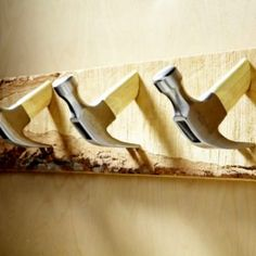 DIY Coat Hooks from Old Tools and Hardware - DIY Hardware – 10 different unique things to use as hooks. I love the hammers! Diy Coat Hooks, Diy Coat Rack, Coat Racks, Coat Hanger, Cool Diy, Diy Gifts For Christmas, Build A Murphy Bed, Shabby Chic Stil, Man Cave Diy