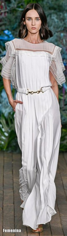 Alberta Ferretti Resort 2020 Fashion Show Collection: See the complete Alberta Ferretti Resort 2020 collection. Look 37 Fashion 2020, Runway Fashion, Womens Fashion, Fashion Trends, Italian Fashion Designers, Alberta Ferretti, Fashion Show Collection, Madame, White Fashion
