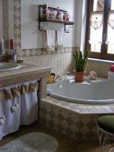 Shabby Home, Shabby Chic Kitchen, Wc Bathroom, Spanish Style Homes, Luxury Apartments, Country Chic, Corner Bathtub, Sweet Home, Interior