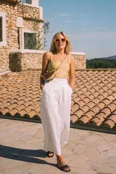 Le Fashion: An Effortless Way To Style White Trousers This Summer Top Fashion, Fashion Me Now, Fashion Outfits, Ibiza Fashion, Style Fashion, Looks Street Style, Looks Style, Simple Summer Outfits, Summer Dresses