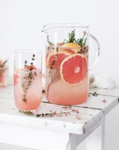 Grapefruit and Thyme Mocktail and Drink alcohol cocktail recipes Grapefruit and Thyme Mocktail recipe by Michaela Cocktail Drinks, Cocktail Recipes, Grapefruit Cocktail, Drink Recipes, Brunch Drinks, Lavender Lemonade, Fancy Drinks, Summer Cocktails, Picnic