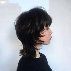 暗髪×ウルフカットでモードスタイル 中村楓 in 2020 Mullet Haircut, Mullet Hairstyle, Cut My Hair, Hair Cuts, Hair Inspo, Hair Inspiration, Cabelo Inspo, Pelo Emo, Androgynous Hair