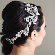 The intricate design in this #MariaElenaHeadpieces Headpiece defines quality and beauty, not to mention elegance! See this Headpiece and more this weekend at @BridalsByLori during our Trunk Show! Don't forget to make your appointment now.  #fashion #trunk