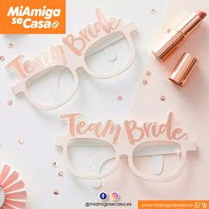 Team Bride Glasses, Hen Party Card Glasses, Fun Bachelorette Games, Rose Gold and Pink Bridal Shower Team Bride, Classy Hen Party, Accessoires Photobooth, Bride With Glasses, Sweet Party, Hen Party Decorations, Bridal Shower Photos, Party Mode, Bachelorette Games