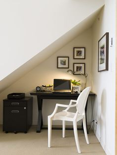 compact  home-office by Maria Killam http://www.houzz.com/photos/133570/Yaletown-Loft-contemporary-home-office-vancouver  office