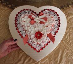 "BEAUTIFUL VINTAGE LARGE 13"" VALENTINE CANDY BOX HEART SHAPED EUC IN ORIGINAL BOX"