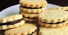 Ένα ιστολόγιο με συνταγές για μαγειρική χωρίς γλουτένη, ράψιμο πλέξιμο Chocolate Filling, Gluten Free Chocolate, Apple Pie, Waffles, Biscuits, Cookies, Breakfast, Desserts, Food