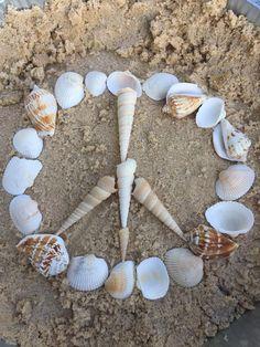 🕊🌏World🌎 peace🌏🕊 Happy Hippie, Hippie Love, Hippie Art, Hippie Style, Peace Sign Images, Peace Sign Art, Peace Signs, Peace On Earth, World Peace