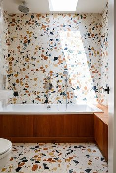 Marbre Marmoreal - / The bathroom is clad in tiles of Marmoreal, an engineered marble for architectural surfaces by the super-talented British designer Max Lamb