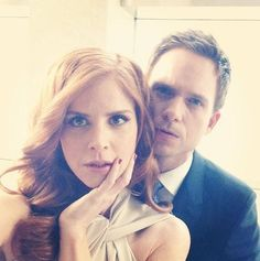 Sarah Rafferty and Patrick J. Adams Donna and Mike - min side Suits Tv Series, Suits Tv Shows, Harvey Specter, Suits Mike And Rachel, Mike Suits, Donna Suits, Donna Harvey, Patrick Adams, Donna Paulsen