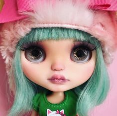 What we gonna do today? Fifi you are too adorable ♥️ #wendyweekender #bluebutterflydolls #fifi #headshot #blythe #blythedoll #customblythe #toyphotography #dollphotography #greenhair #cute #pureawesomeness #cutnessoverload
