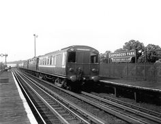 Watford Junction to Euston train circa 1925 London Underground Tube, Electric Train, Watford, Busy Bee, Back In The Day, Old Pictures, Over The Years, Trains, Past