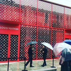 The calm before the storm. Doors have opened swag has been grabbed. The Louis Vuitton X Supreme collection finally drops today in pop-up stores in eight just cities. . . . #louisvuitton #lvxsupreme #louisvuittonsupreme #louisvuittonxsupreme #supreme #supremexlv #supremexlouisvuitton #supremenewyork #popup #popupshop #beijing #london #losangeles #miami #paris #seoul #sydney #bondi #tokyo #omotesando #kimjones @mrkimjones Photos: @caesarfu @nickw_____ @keevly @3l3ven @leo0h @wksamzhang…