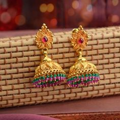 Discover wide range of collection of traditional gold earring at Waman Hari Pethe Sons. Gold Jhumka Earrings, Jewelry Design Earrings, Gold Earrings Designs, Real Gold Jewelry, Gold Jewelry Simple, Gold Jewellery, India Jewelry, Antique Jewellery, Jhumka Designs