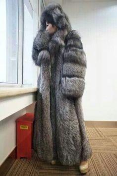 Gorgeous and puffy Silver fox fur wow Beautiful Christina, Grey Fox, Fox Fur Coat, Fur Fashion, Fur Jacket, Mantel, Silver, Mink Coats, Fur Hats