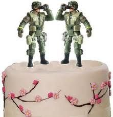 I like the whimsical idea of using 2 action figures as the topper