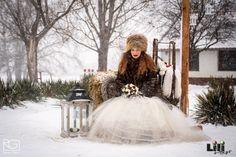 Ha okosan van végig gondolva a bejárati dekorációtok, akkor nem csak a vendégeket lehet hivatott fogadni, hanem az esküvői képek elkészítéséhez is nyújthat hátteret. Modell: Pölös Viktória Girls Dresses, Flower Girl Dresses, Wedding Dresses, Flowers, Fashion, Dresses Of Girls, Bride Dresses, Moda, Bridal Gowns
