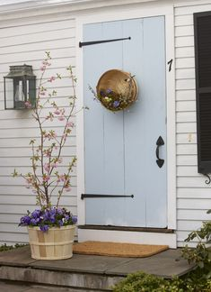 cute-cute-et-cute front door!!!  Like the lantern and wood bucket with foliage - really appealing!