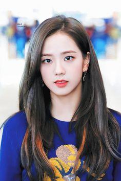 Jisoo - Blackpink H Blackpink Jisoo, Kpop Girl Groups, Korean Girl Groups, Kpop Girls, Black Pink ジス, Mode Kpop, Blackpink Photos, Blackpink Fashion, Jennie Blackpink