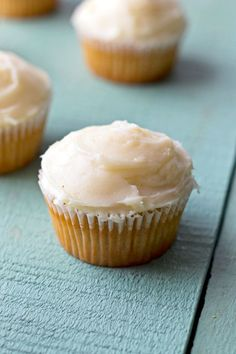 BROWN SUGAR Cupcakes with Browned Butter Cream Cheese Frosting. These moist, brown sugar cupcakes are bursting with flavor http://thecupcakedailyblog.com/brown-sugar-cupcakes/ #easy #quick #cupcake #recipes