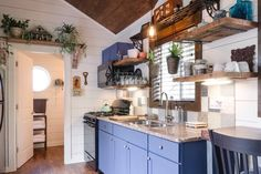 20 Tiny Houses in Oregon You Can Rent on Airbnb TODAY! Tiny House Movement // Tiny Living // Tiny House Kitchen // Tiny Home Appliances // Tiny Houses For Rent, Tiny House On Wheels, Tiny House Rentals, Wood Sink, Tiny House Movement, Tiny House Living, Cozy Place, Tiny House Design, Dining Area