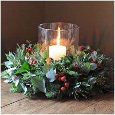 christmas flower arrangements-tinker-a-christmas wreath-with-red-fruits-and-a-candle-in-the-middle Informations About ▷ 1001 + Ideen für Weihnachtsgestecke zum Basteln Pin You can easily use my … Christmas Candle Decorations, Christmas Flower Arrangements, Christmas Flowers, Christmas Candles, Christmas Wreaths, Advent Wreaths, Christmas Greenery, Holiday Tree, Floral Arrangements