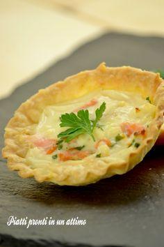 TORTINO AL SALMONE: un antipasto ricco di gusto. La ricetta qui: http://blog.giallozafferano.it/piattiprontiinunattimo/tortino-al-salmone/