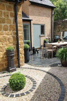 Backyard Patio, Backyard Landscaping, Landscaping Ideas, Gravel Patio, Modern Backyard, Pea Gravel, Small Patio Design, Garden Paving, Slate Garden