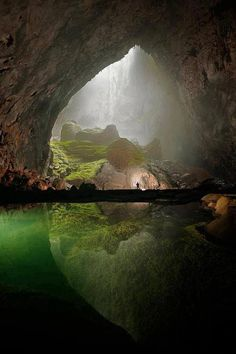 seriously makes me wanna get up and leave......good thing my kid makes me wanna stay......because wow.....so amazing......14 Unique Pictures, Son Doong Cave, The Biggest Cave in the World..!...